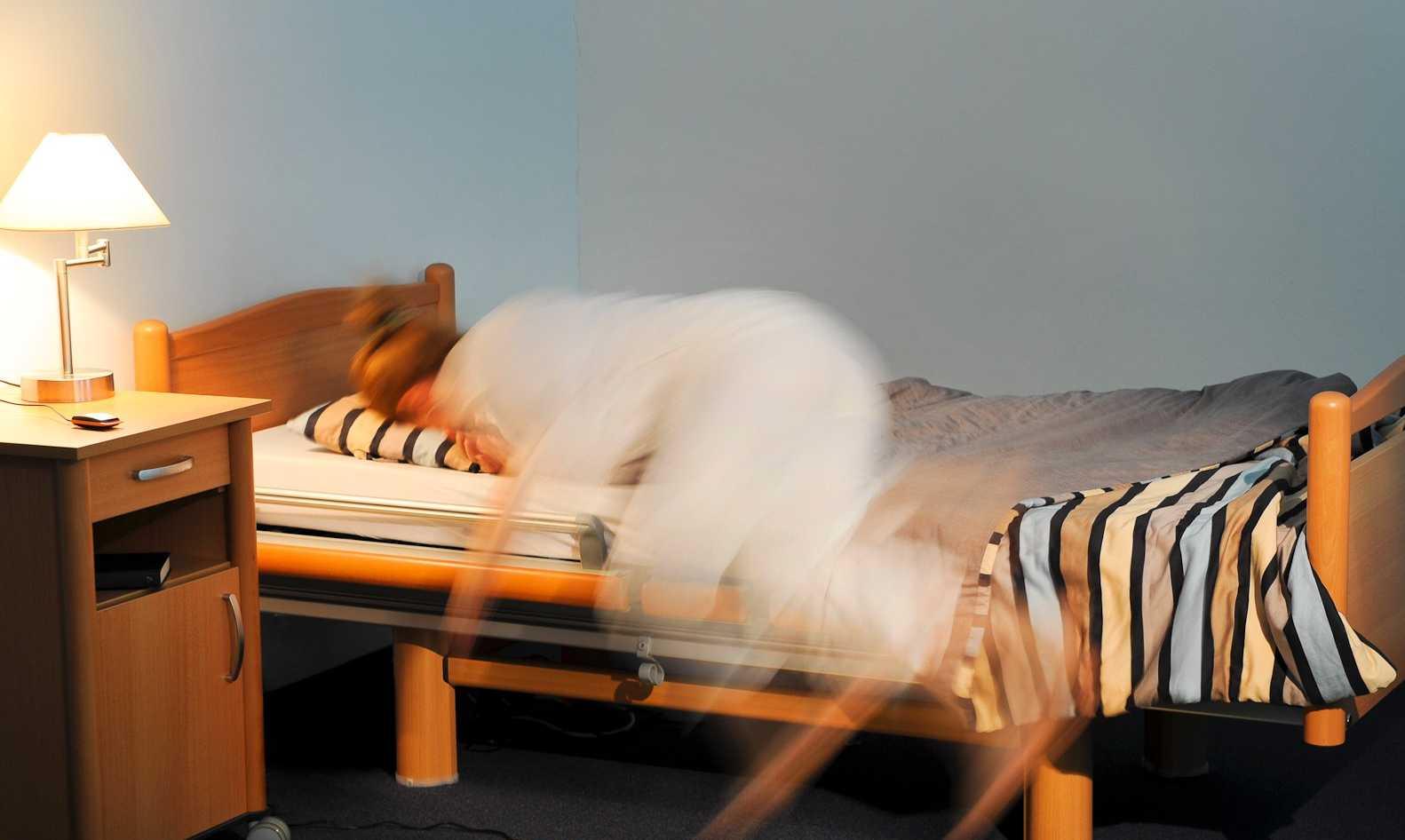 Sturzprophylaxe: Aktivitätsmeldung bei sturzgefährdeten Personen über den Sensorboden